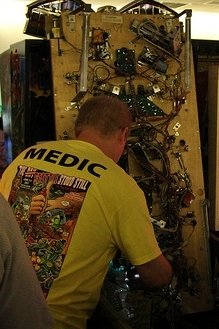 pinball medic Coin operated electro-mechanical EM and electronic SS in the home house call commercial arcade site pinball machine repair austin texas